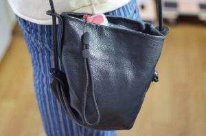 ストラップを付けておけば鞄から出しやすい